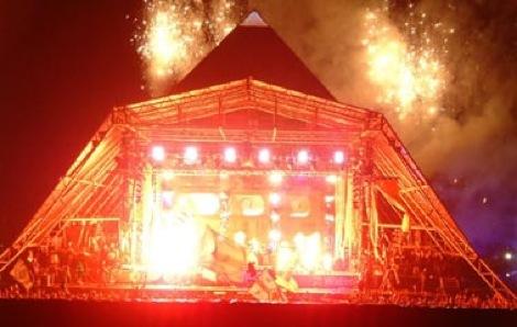Glastonbury_Pyramid_McCartn.jpg
