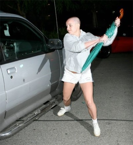 Britney_Spears_Attacks_Paparazzi_Car