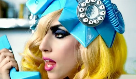 i-love-the-pink-lips-with-this-shocking-blue-hat-lady-gaga-10882348-560-324
