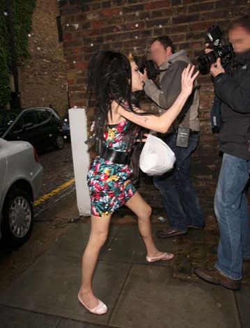 amy-winehouse-mad-at-diaper-picture-2.jpg