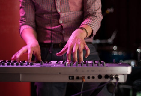 Kamp live at Sound City 2012.jpg