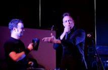 Mugstars_Pete_receives_their_memento_at_the_GIT_AWARD_2012