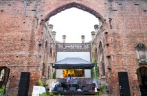 Oliver_Tank_live_at_Liverpol_Sound_City_2012_church