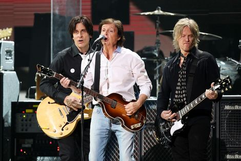 paul-mccartney-nirvana-sandy-121212-concert.jpg
