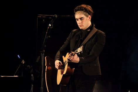 Patrick-Wolf-Epstein-Theatre-Everisland-Liverpool-review-Patrick-guitar.jpg