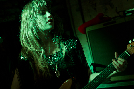 deap-vally-shipping-forecast-live-review-guitars.jpg