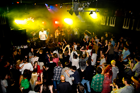 crowd-fire-beaneath-the-sea-festevol-kazimier.jpg