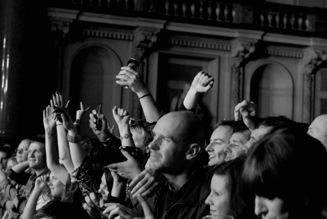 Charlatans-liverpool-st-georges-hall-review-crowd.jpg