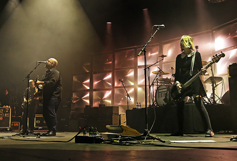 pixies-manchester-apollo-review-youtube.jpg