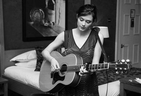 Rachel_with_her_Guitar-_2013-11-13_07-21