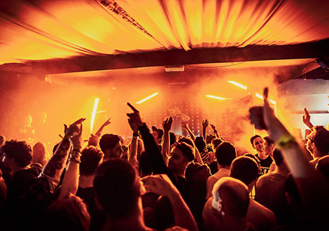 BuggedOutWeekender-live review crowd red