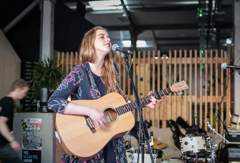 Niamh Jones live at Threshold 2014