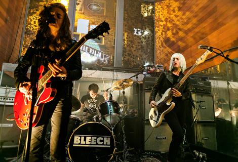 Bleech live korova