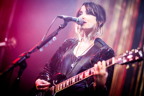 howling bells live at evac