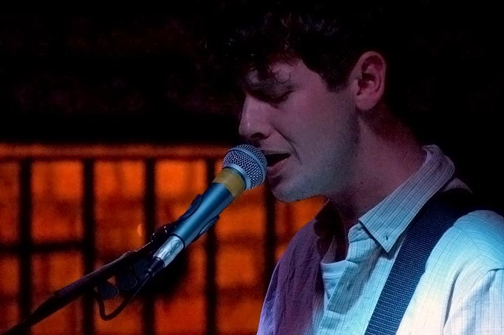 Bill-Ryder Jones performing with Neon Waltz at The Shipping Forecast