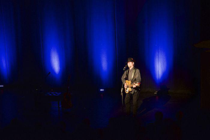 Roger McGuinn in the Capstone spotlight.