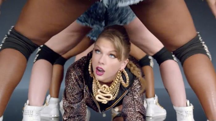 Taylor Swift crawling underneath some arses