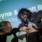 Wayne Coyne shows off his tatts