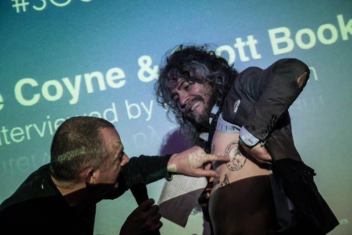 Wayne Coyne shows off his tatts