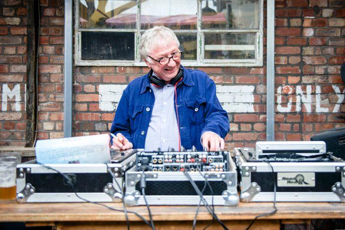 Heavenly Recordings' Jeff Barrett DJ-ing
