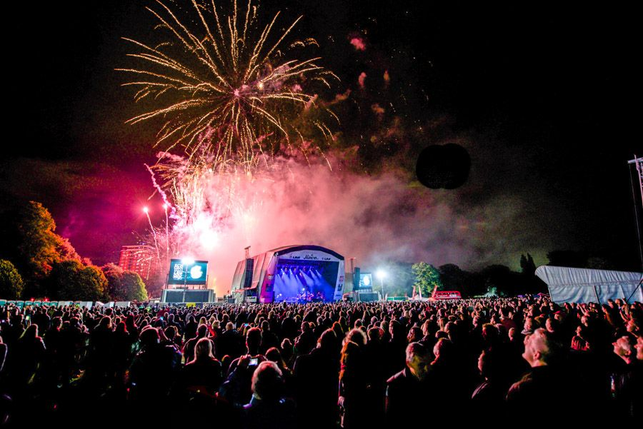 Fireworks bring LIMF 2015 to a spectacular close
