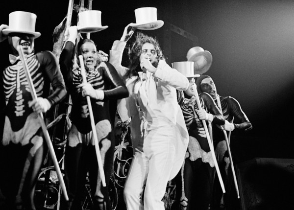 Alice Cooper performs Some Folks on the WTMN tour with some dancing skeletons